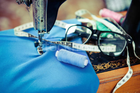 3901374_stock-photo-retro-sewing-machine